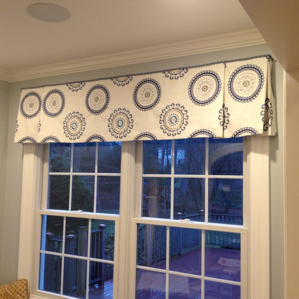 Great looking kitchen valance, really brightens and enlarges this room.
